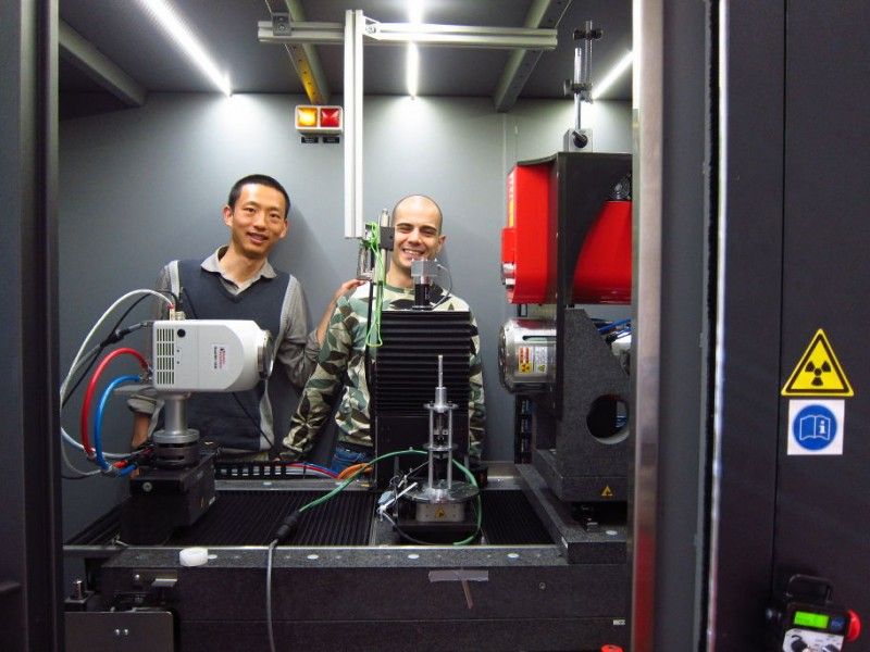 Budi and Erminio in the nano-tomograph